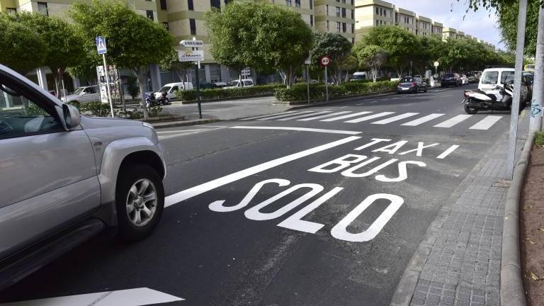 Se permite a los vehículos eléctricos circular por el carril guagua de Siete Palmas
