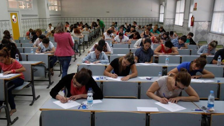 Opositores sin plaza reclaman la reordenación de las listas de educación