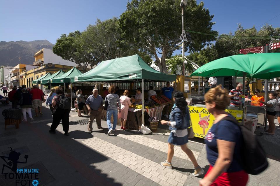 Sábado de compras y cultura en La Aldea