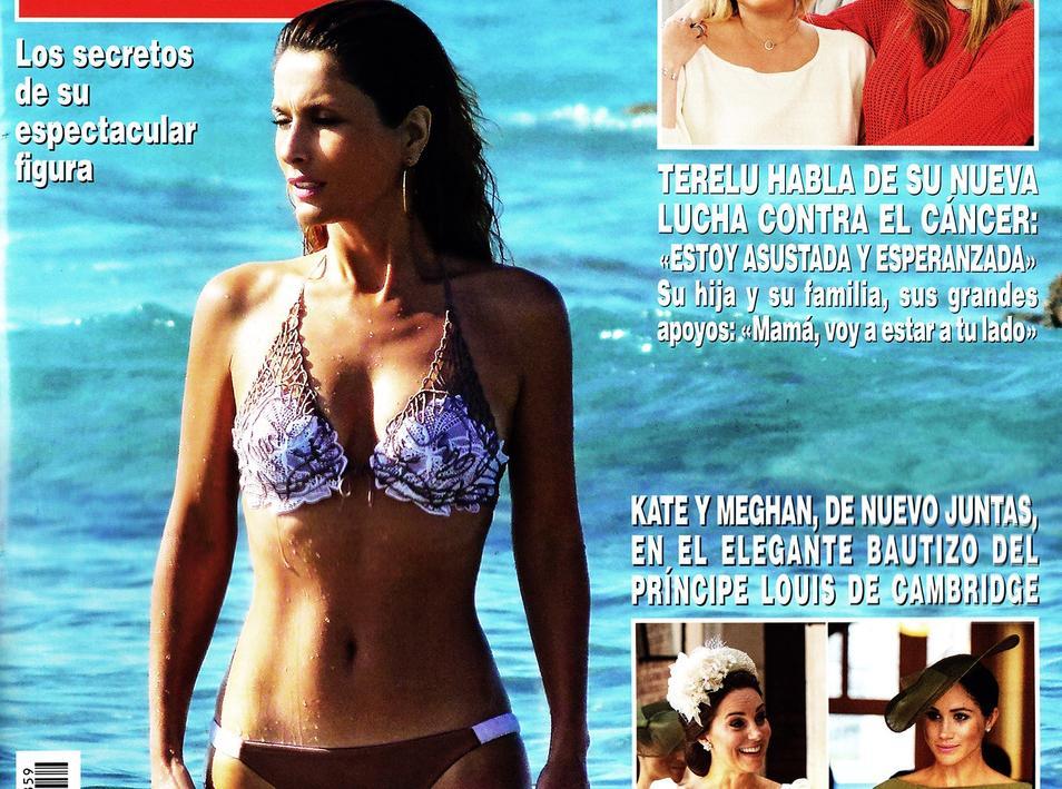 portada de revista con Paloma Cuevas en bikini