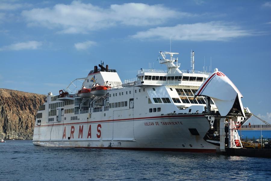 Un buque de la Naviera Armas, el Volcán de Taburiente, sufre una avería en la refrigeración