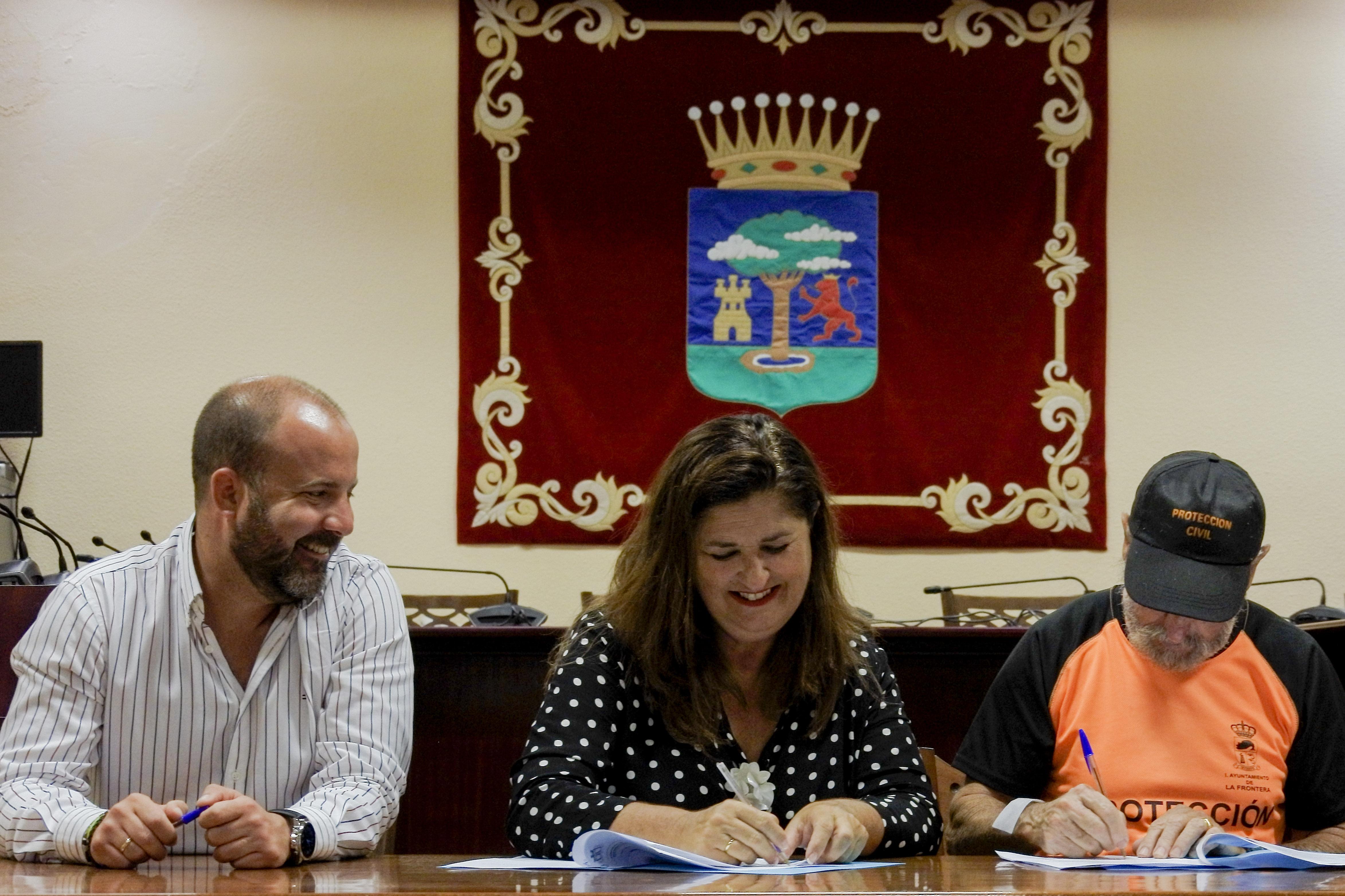 El Hierro y la Asociación de Voluntarios de Protección Civil Valle de El Golfo firman un convenio en materia de emergencias
