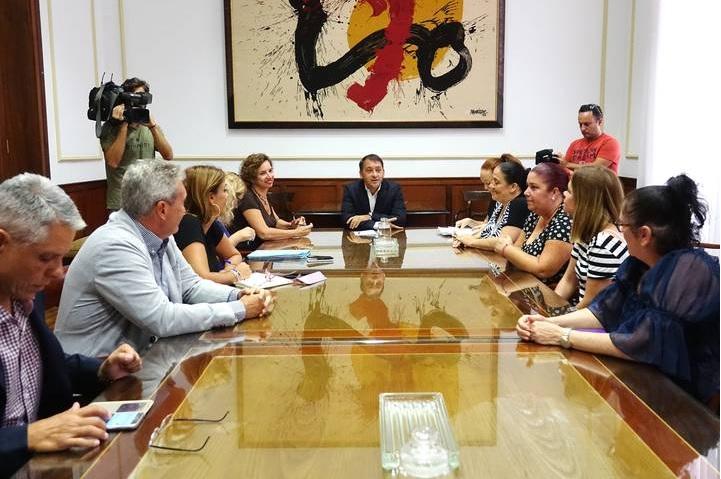 El alcalde de Santa Cruz de Tenerife ordena retirar dos millones de euros de fondos municipales en el Santander