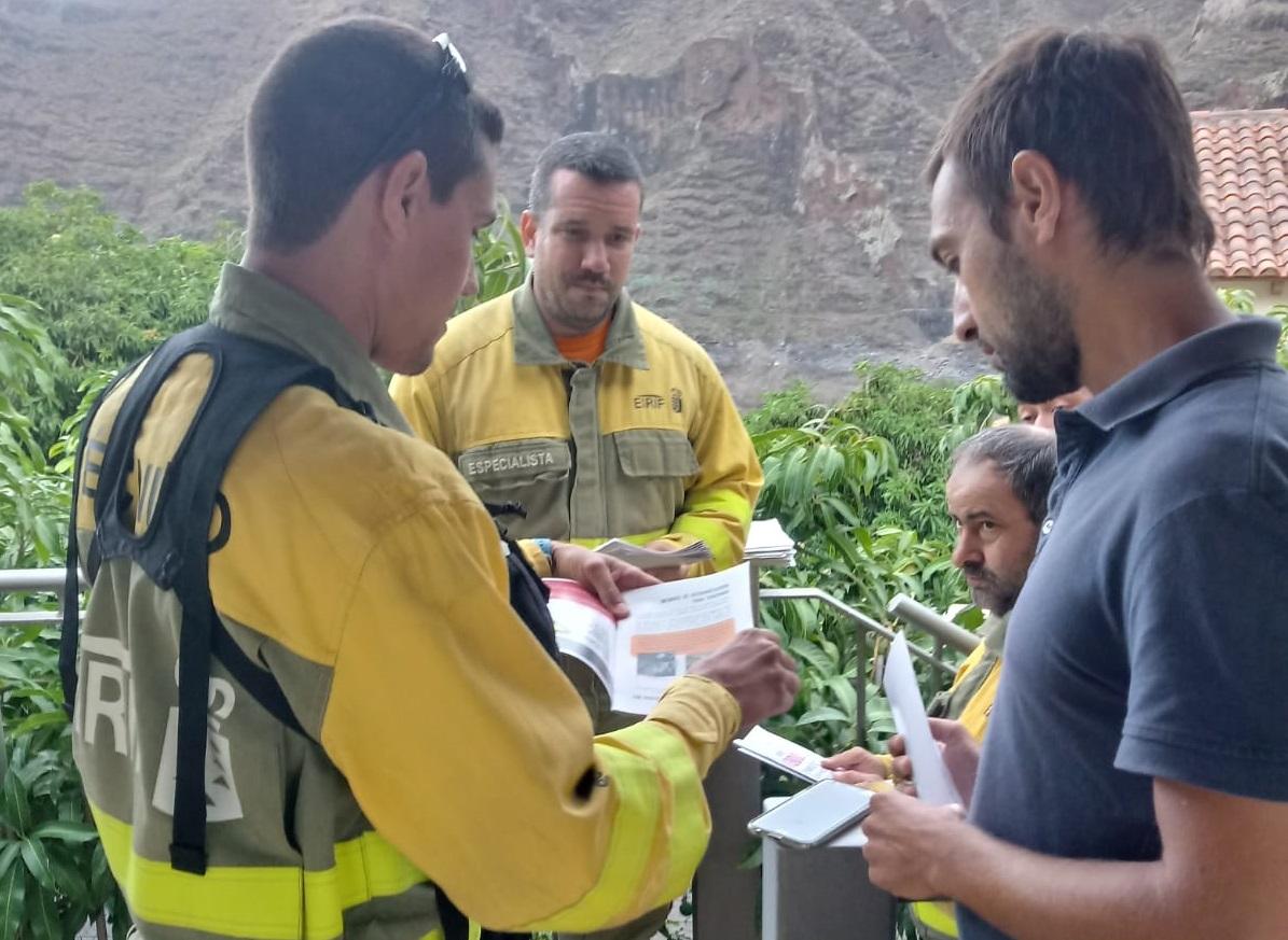 El EIRIF de La Gomera participa en labores de asesoramiento a la población en materia de prevención de incendios forestales