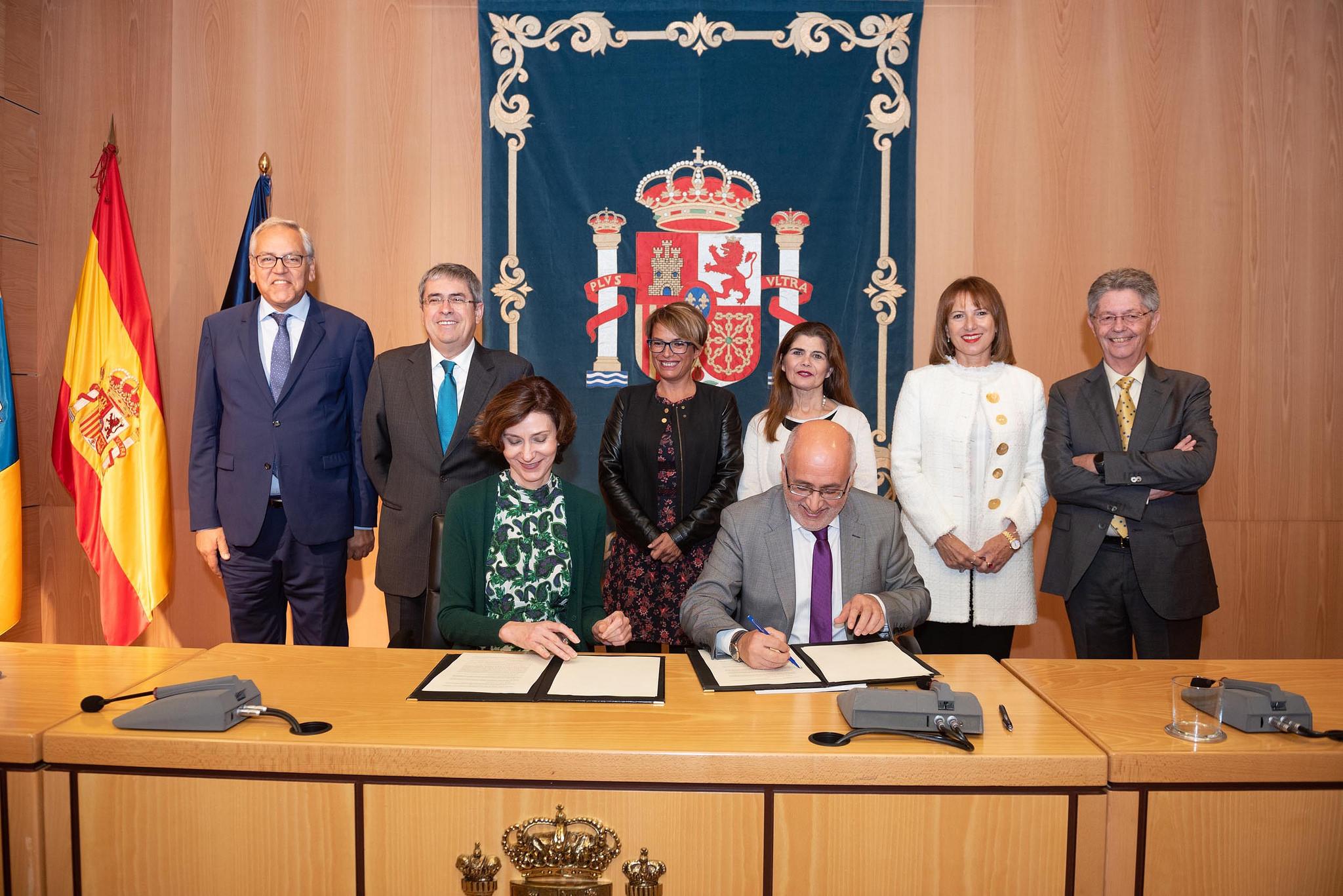 El presidente del Cabildo de Gran Canaria y la secretaria de Turismo firman la aportación estatal de 500.000 euros al Consorcio de Maspalomas