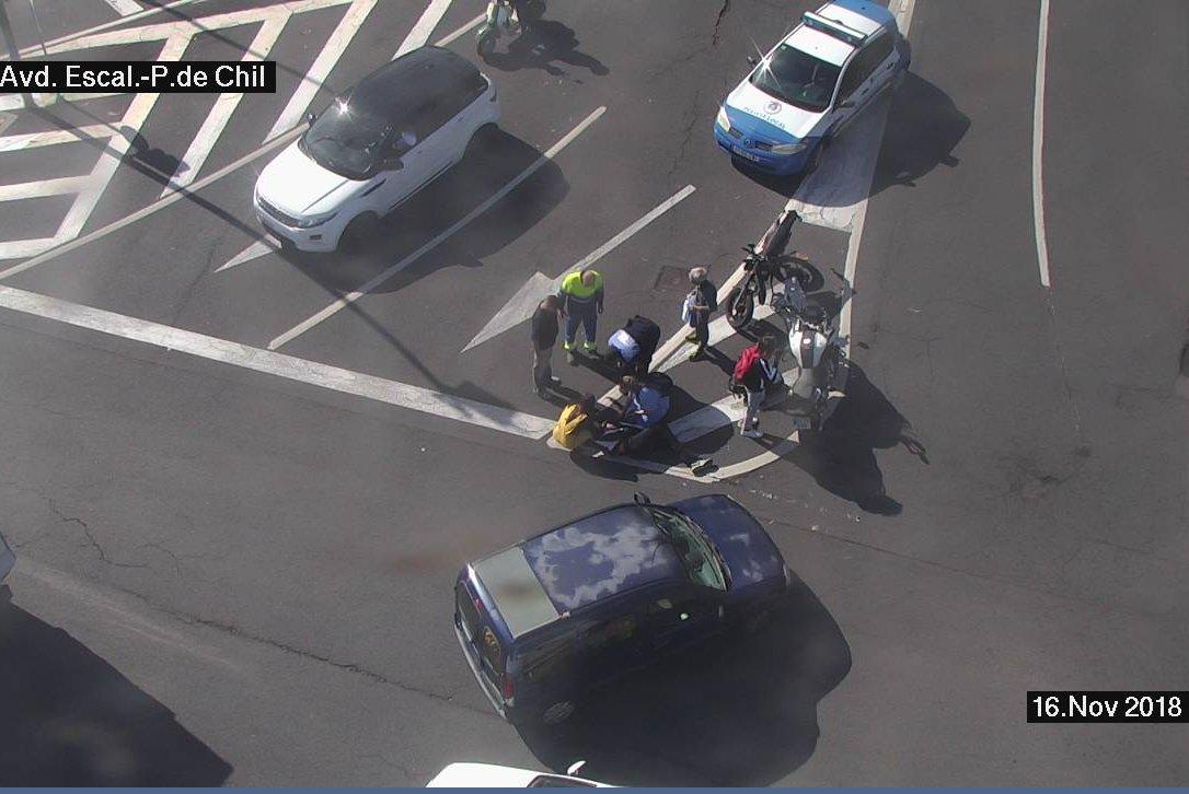 Accidente entre una motocicleta y un turismo en Las Palmas de Gran Canaria