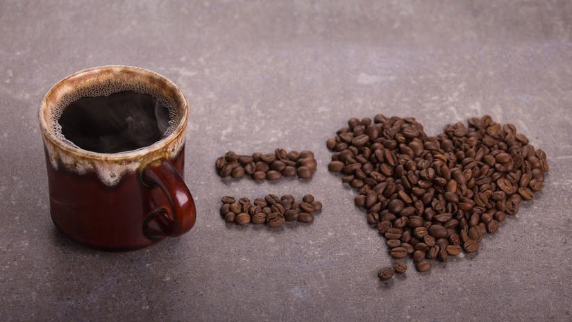 Una taza de café y un corazón