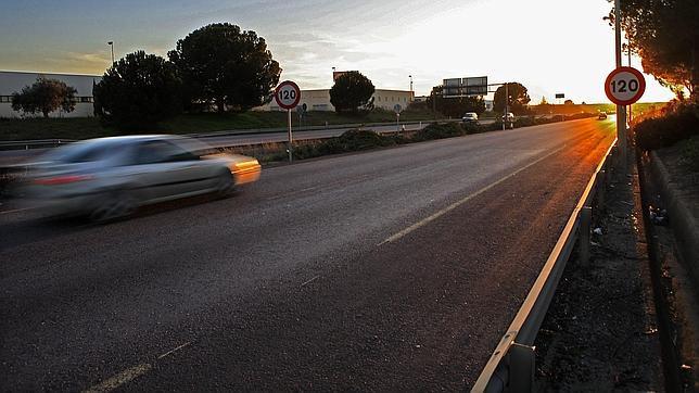 Un coche circulando rápido