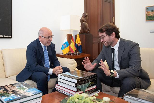 El Cabildo de Gran Canaria y la ZEC se comprometen a trabajar de la mano para captar inversiones