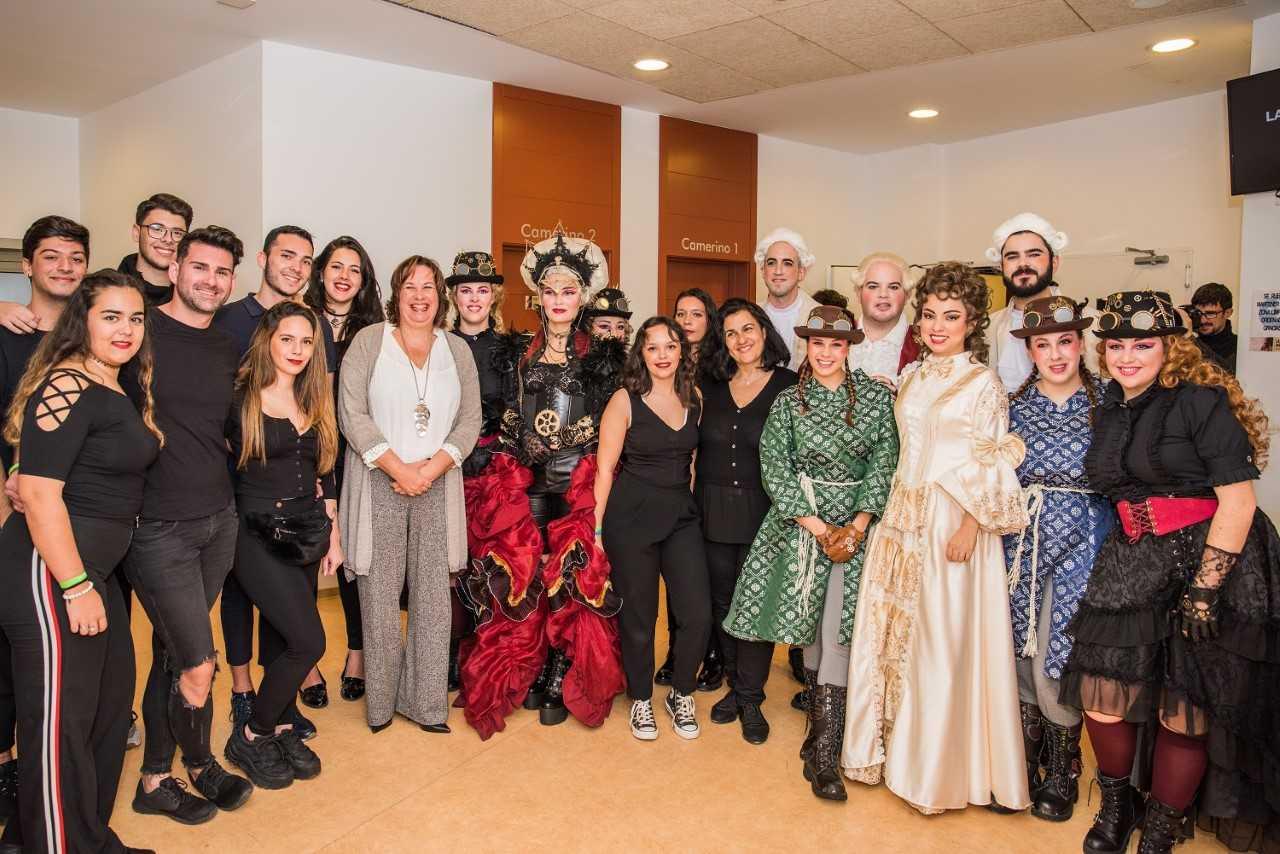 Mil doscientos estudiantes llenan el Palacio de Congresos de Fuerteventura en el estreno de 'La Flauta Mágica'