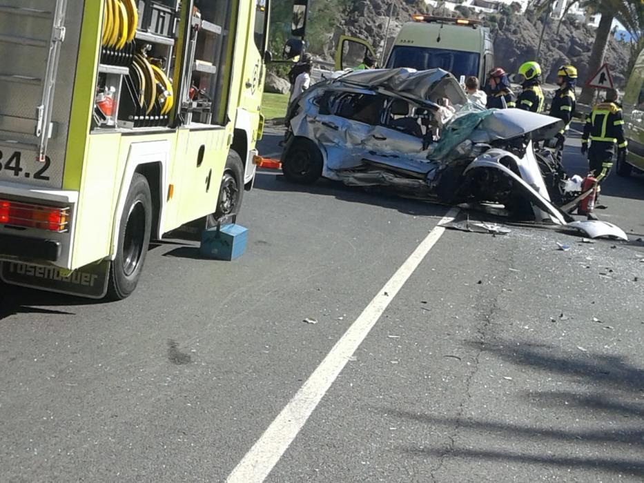 Muere al colisionar su coche y una guagua en el municipio turístico de Mogán