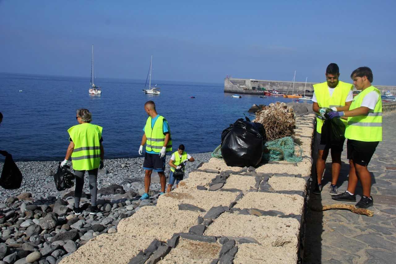 Ruta y limpieza de senderos en Playa San Juan