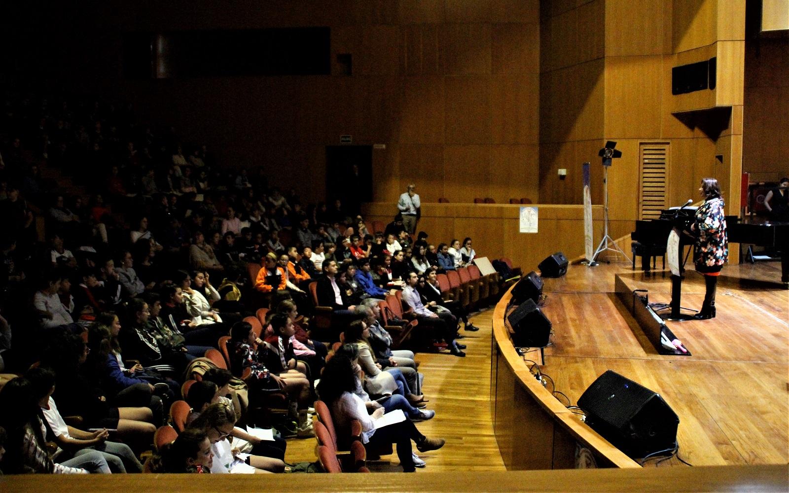 Más de mil doscientos estudiantes se reúnen con escritores en Gran Canaria