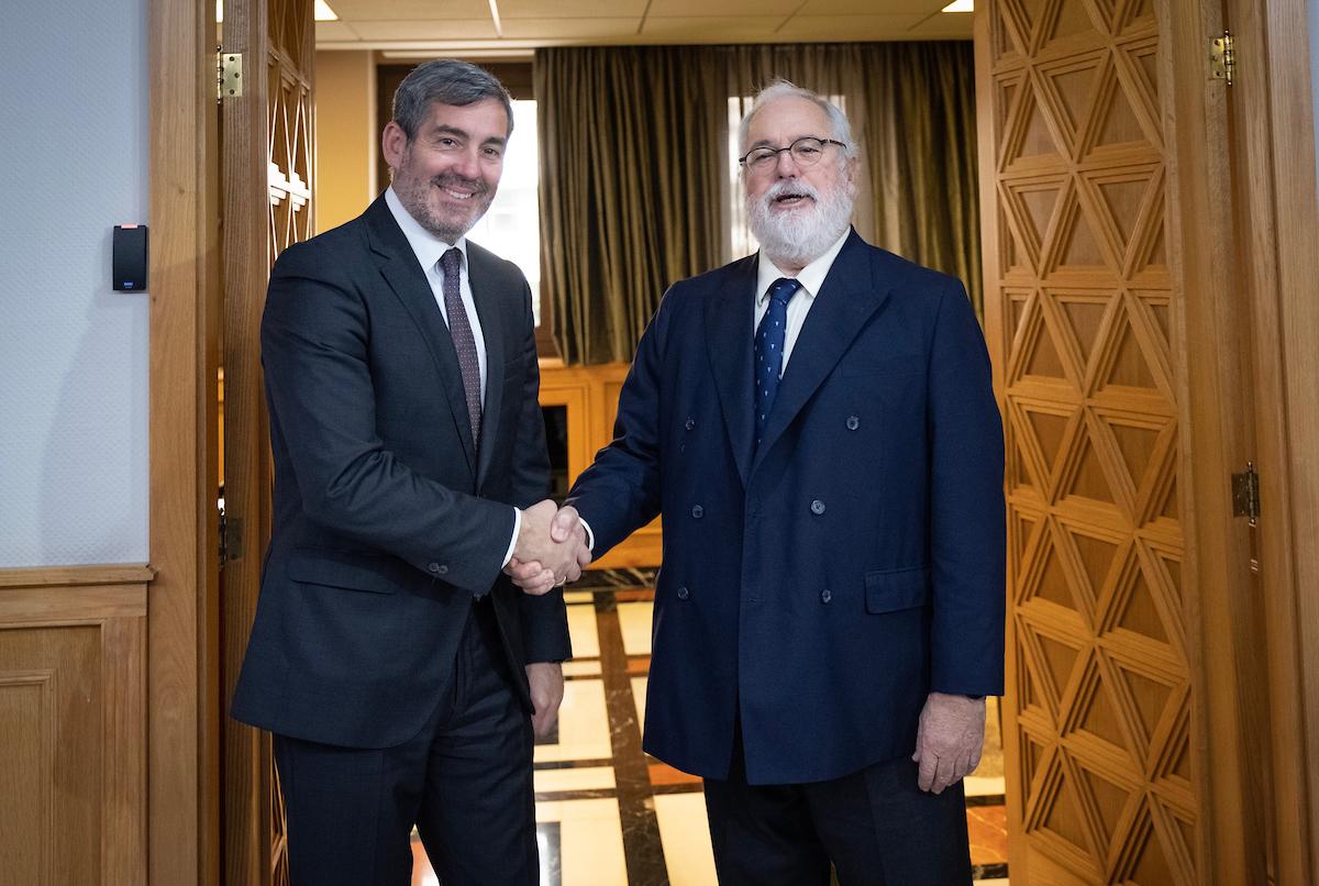 Fernando Clavijo analiza los objetivos de Canarias en Europa con el comisario de Acción por el Clima y Energía