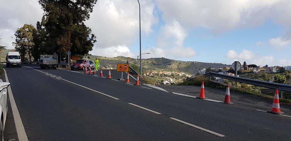 Corte de carril en la Carretera del Centro GC-15 por obras de asfaltado en el enlace con la GC-151 durante la jornada del martes 23