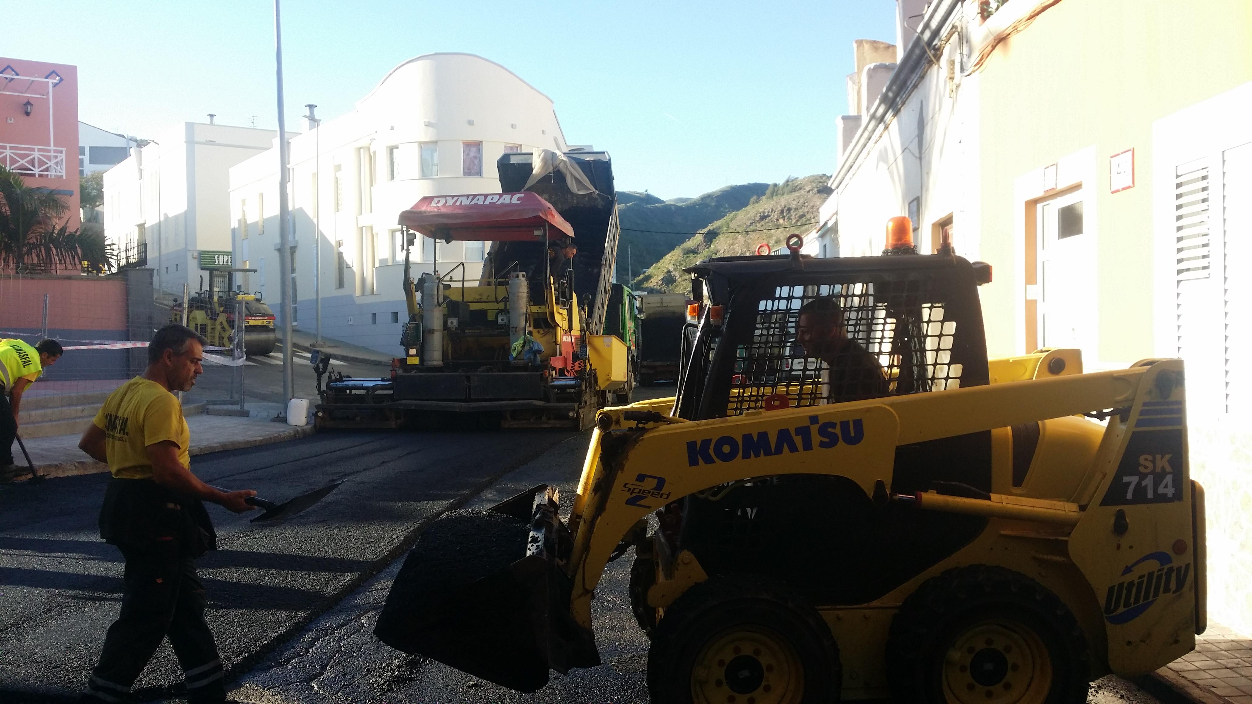El Ayuntamiento de Guía invierte 40.000 euros en el reasfaltado de vías en San Roque y Llanos de Parra
