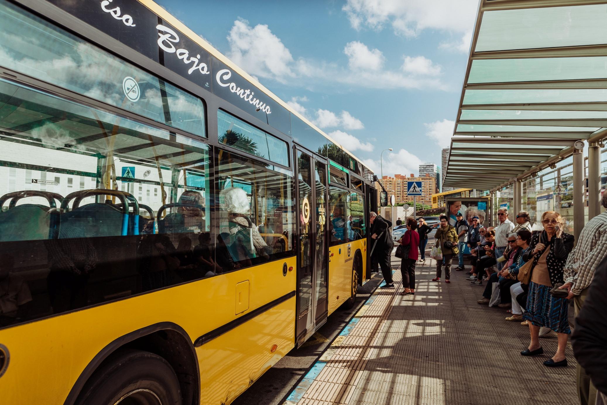 Guaguas bate récords y gana 825.000 viajeros en el primer trimestre del año