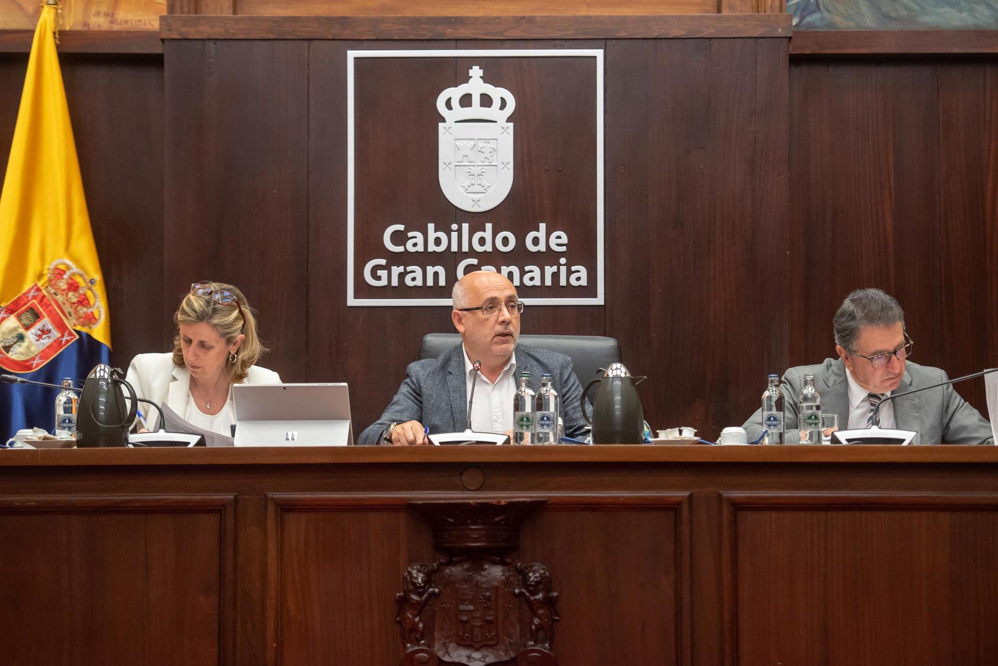 El Cabildo aprueba en pleno 500.000 euros para becar en África a 50 jóvenes titulados en Gran Canaria