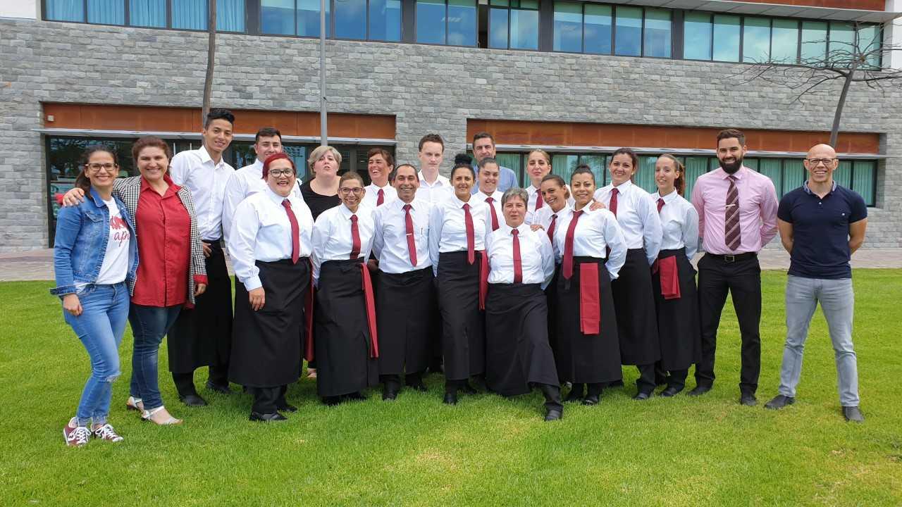 Quince personas formadas en Adeje, finalizan con éxito el certificado de profesionalidad de Operaciones Básicas Restaurante y Bar