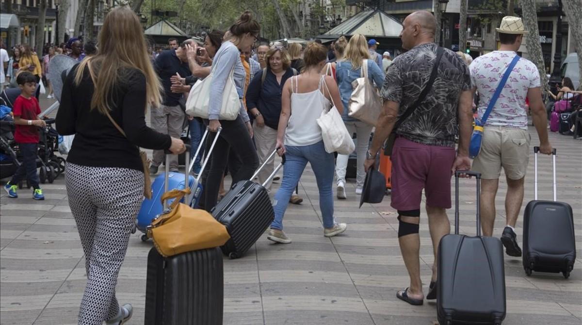 """Adeje, entre las doce ciudades españolas """"millonarias"""" en turistas"""