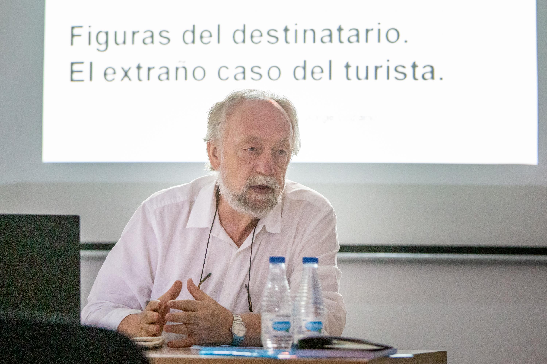 La Universidad de Verano de Adeje analiza la figura del turista desde enfoques como la semiótica, la antropología o la economía