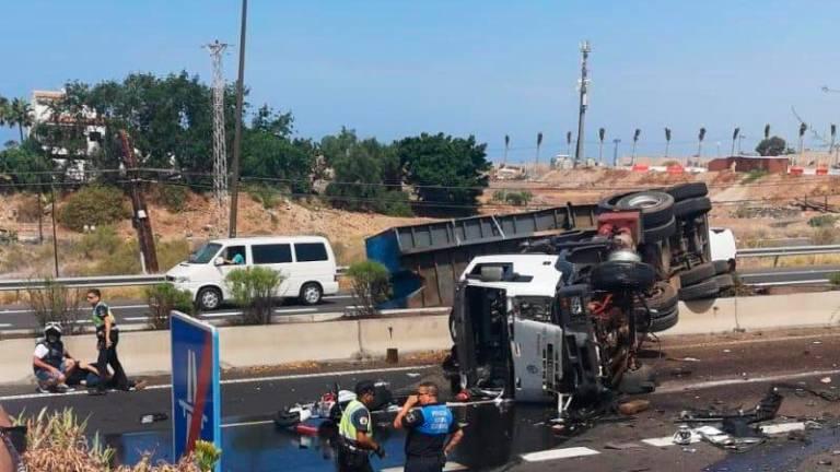 Una fallecida en Tenerife tras perder un camión el control en la autopista