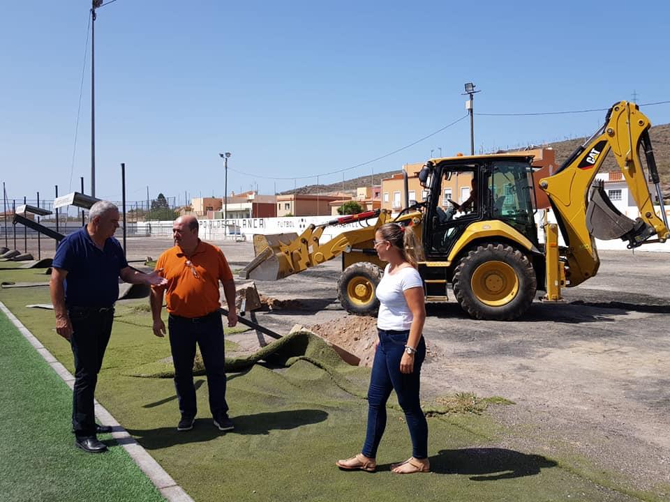 Comienzan las obras para la dotación de césped artificial al campo de fútbol Pedro Alonso Alayón-Aldea Blanca