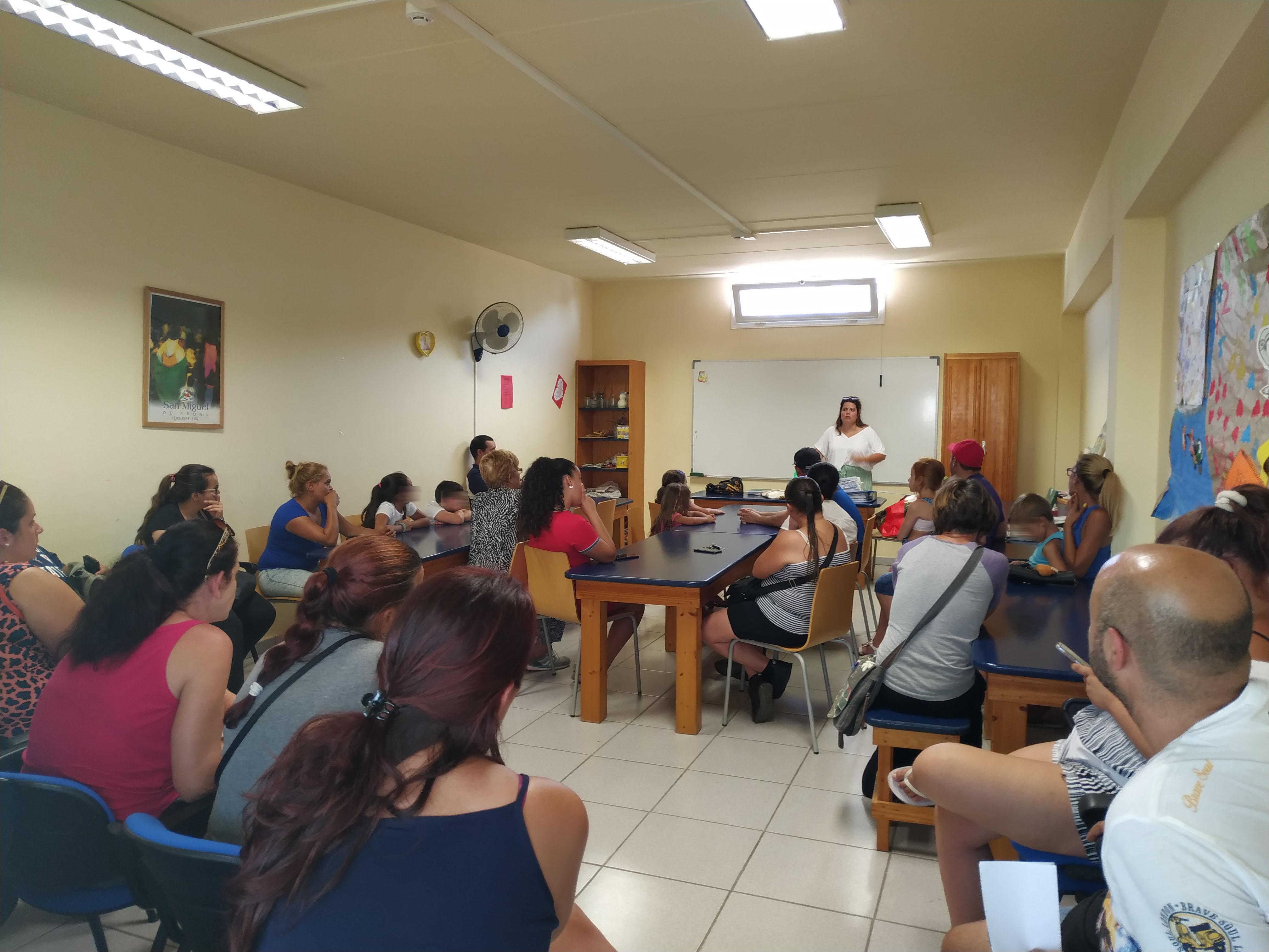 """""""Organizamos la economía familiar entre todos y todas"""", charla-taller para las 15 familias sanmigueleras"""