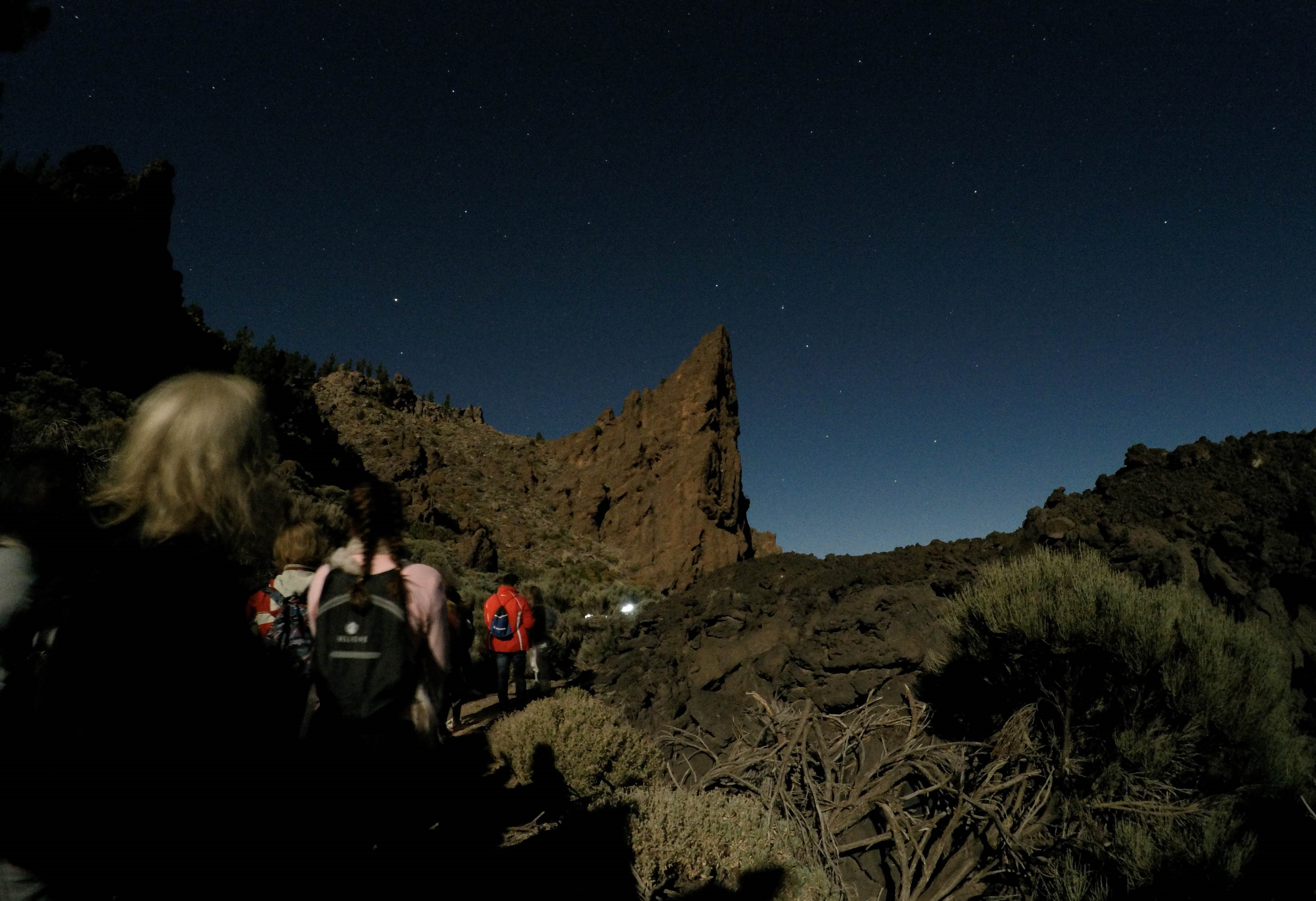 Cuarenta granadilleros disfrutan de una ruta nocturna de las estrellas a través del programa 'Verano Joven'