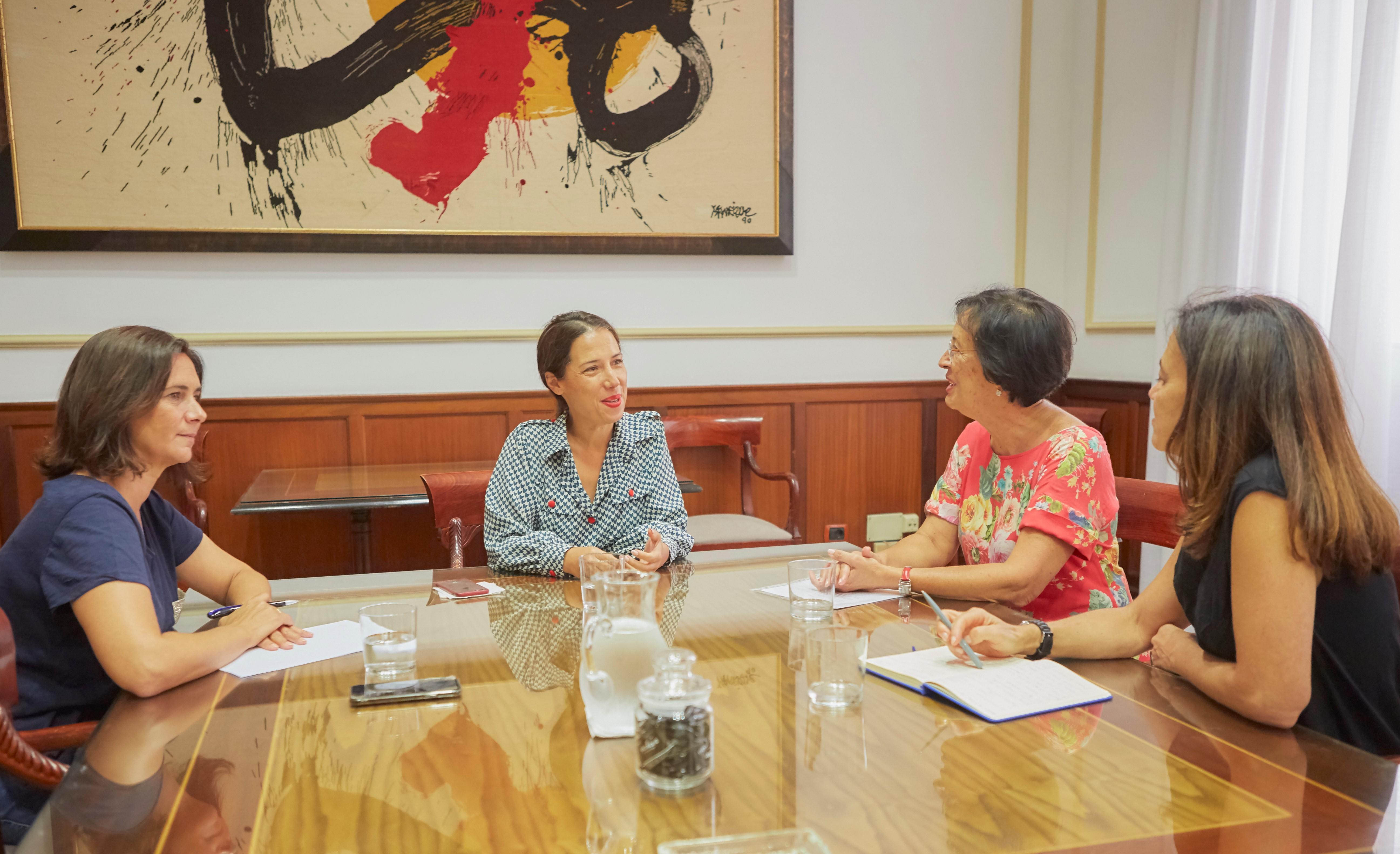 Santa Cruz y Unicef celebran una reunión de trabajo para impulsar la protección a la Infancia