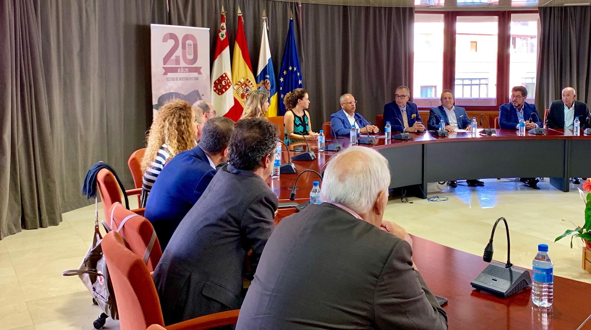 El Cabildo de La Gomera y la CEOE abordan la realidad empresarial de la isla