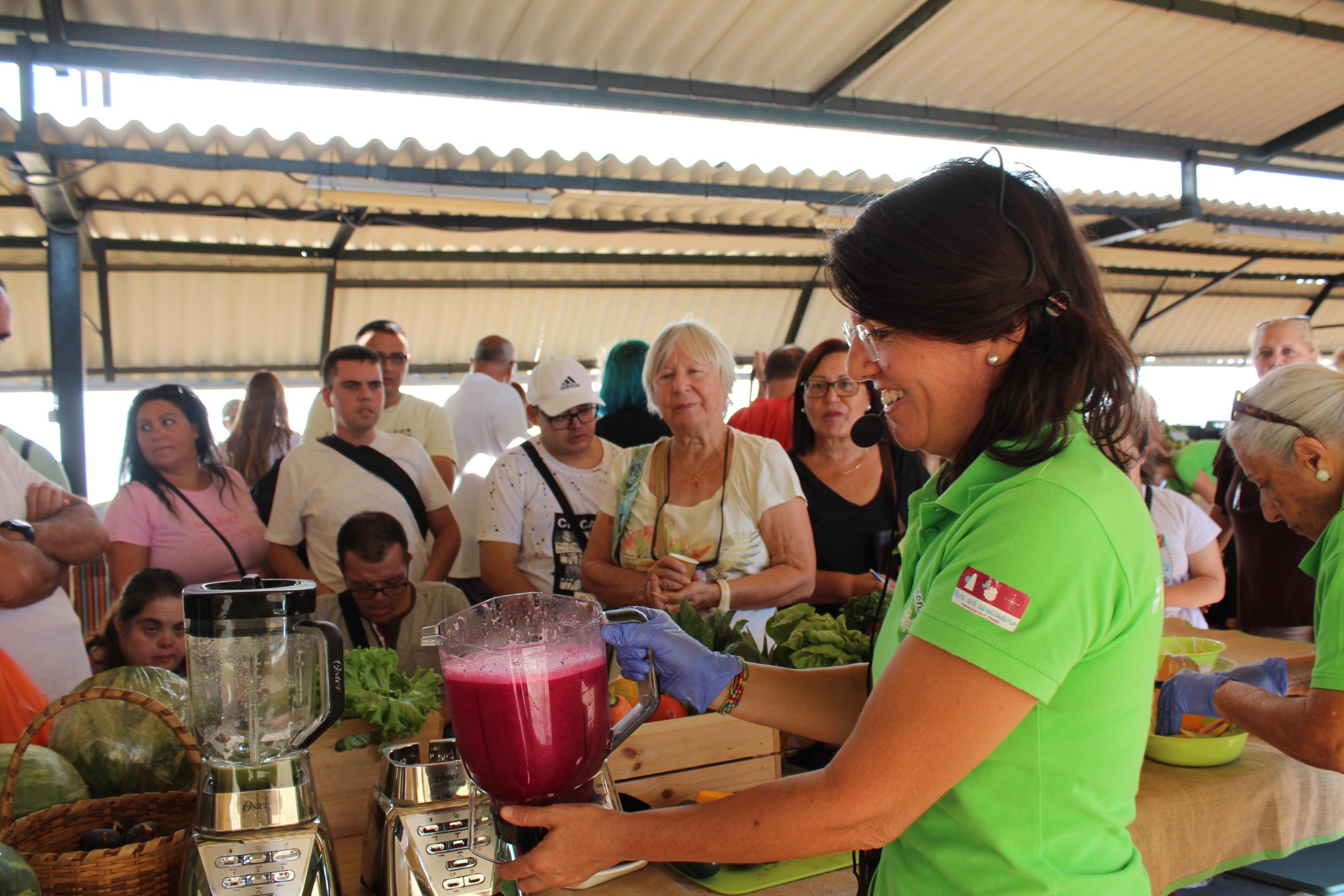 El Mercado del Agricultor de la Villa de Candelaria vive un miércoles saludable con pinchitos y zumos verdes