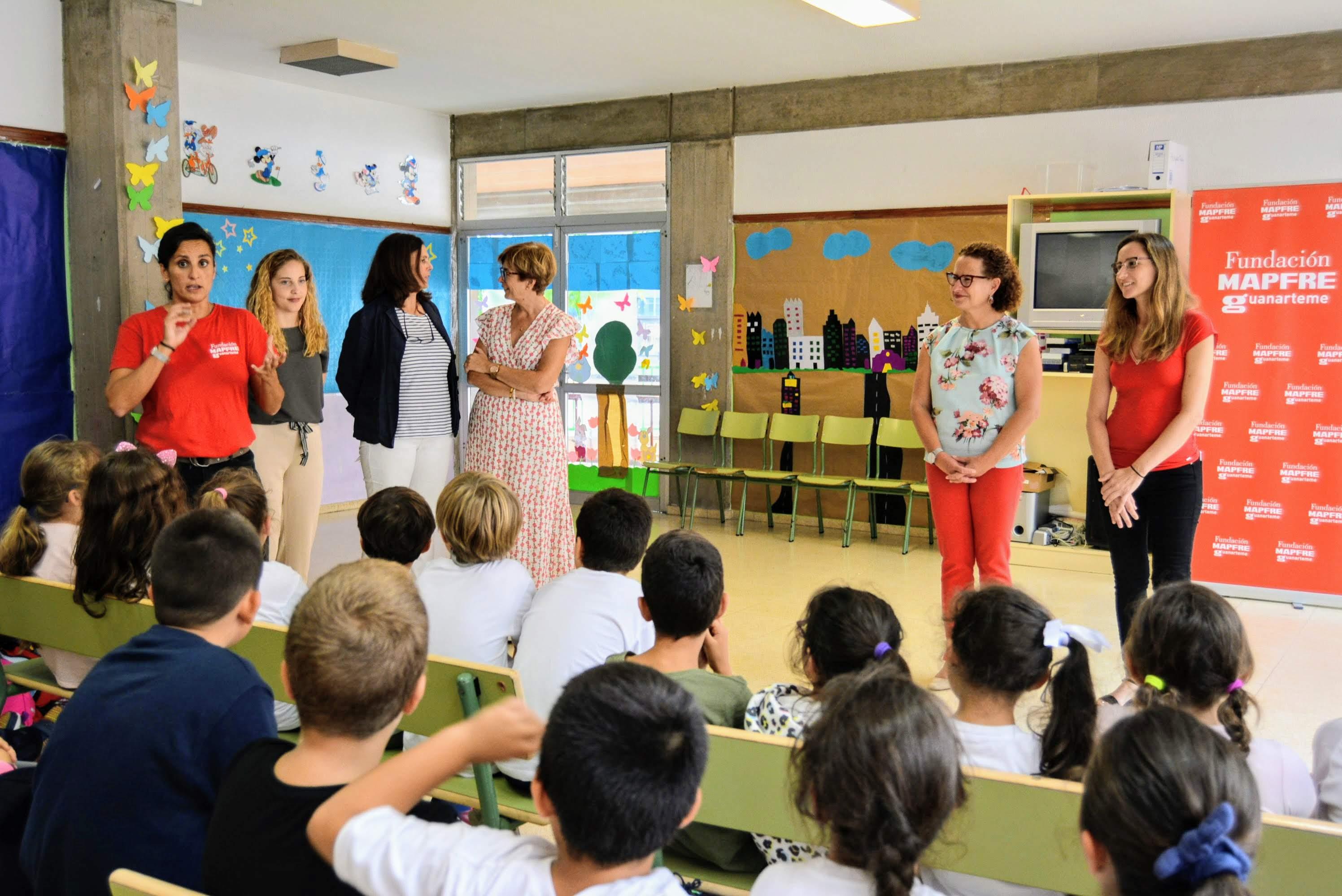 El Área de Juventud del Cabildo de La Palma y Fundación MAPFRE organizan los talleres educativos 'Seguridad vial con iPad. Bicis y cascos'