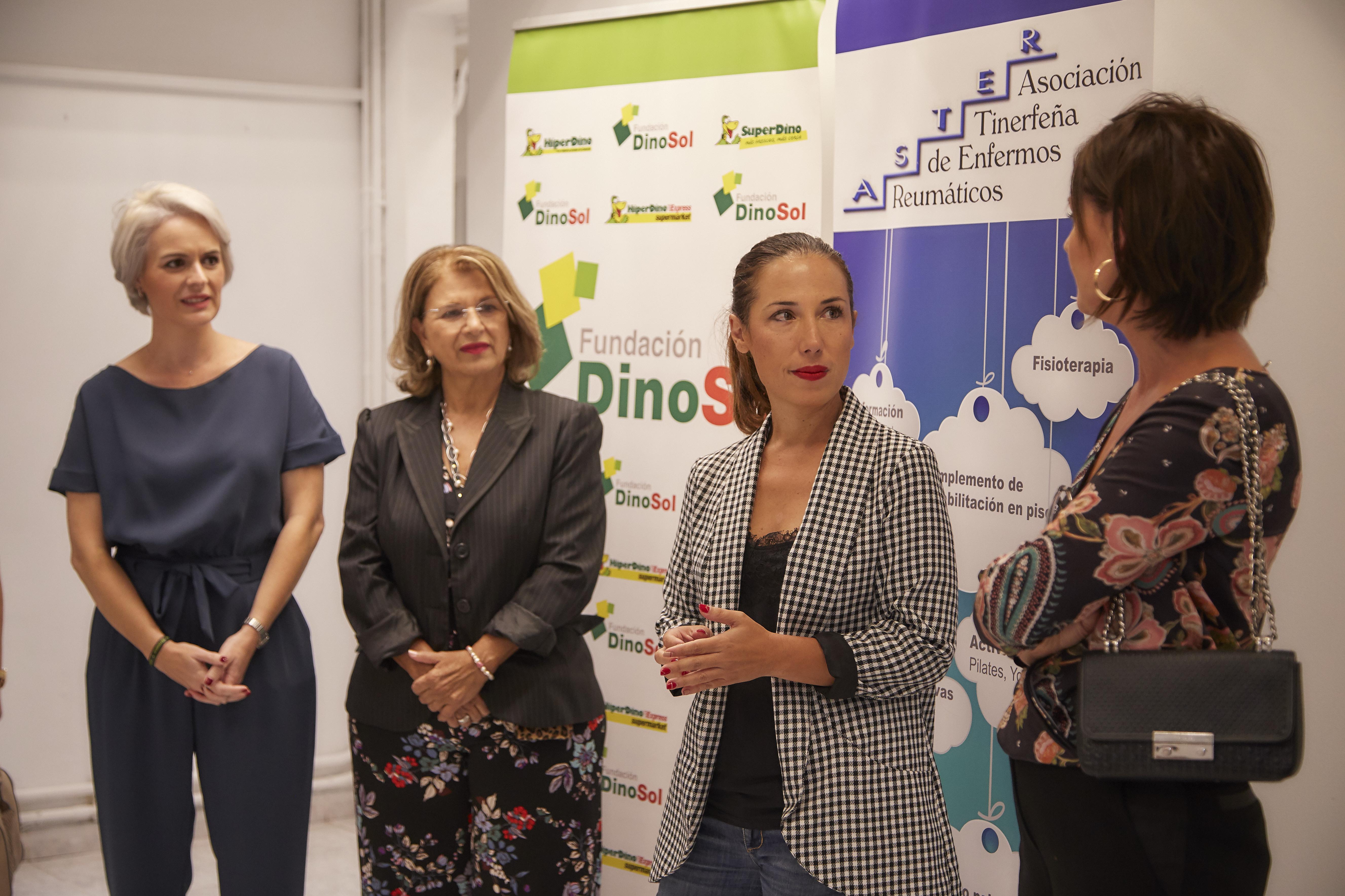 La alcaldesa de Santa Cruz de Tenerife acude a la apertura de una nueva sede de ASTER en la capital