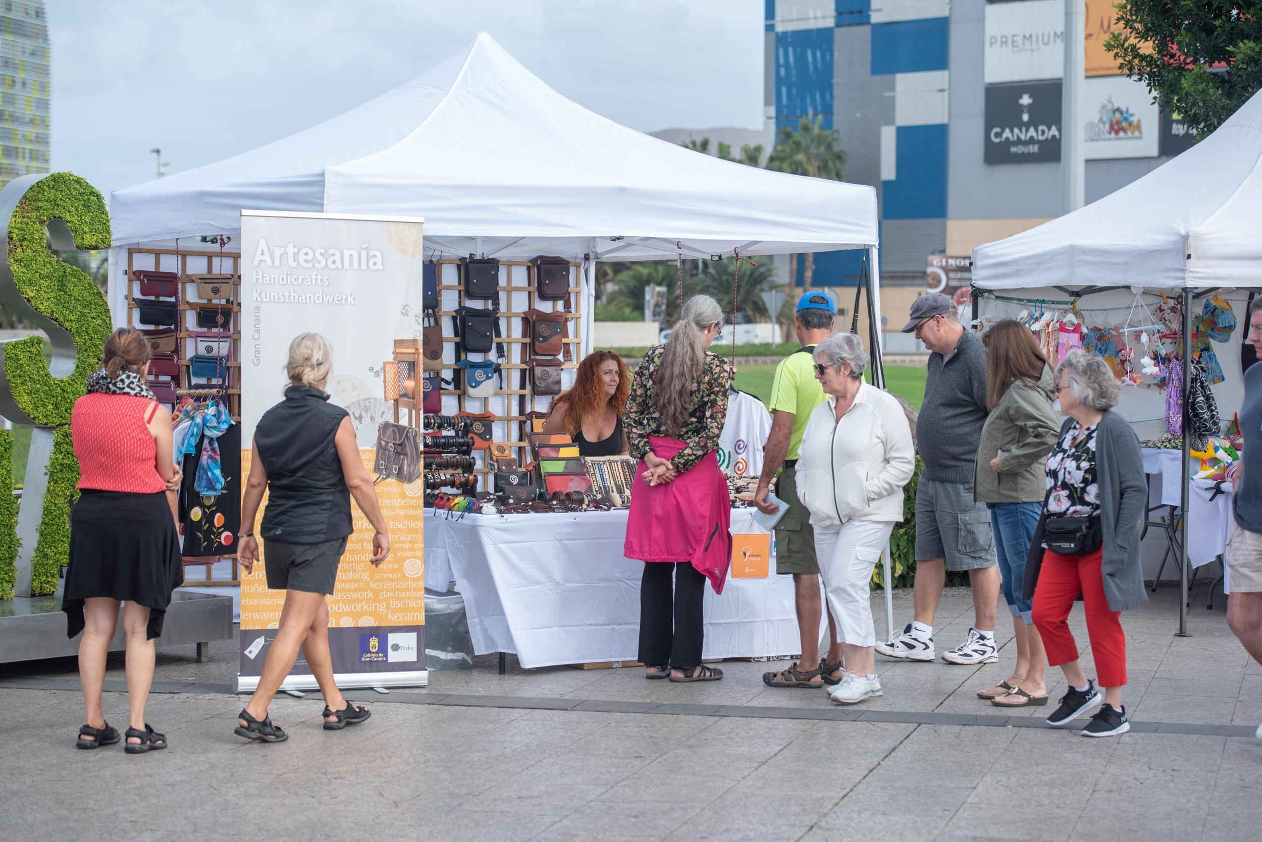 El Cabildo de Gran Canaria y el Ayuntamiento de Las Palmas de Gran Canaria inauguran un Mercado de Artesanía para atraer a los turistas de cruceros