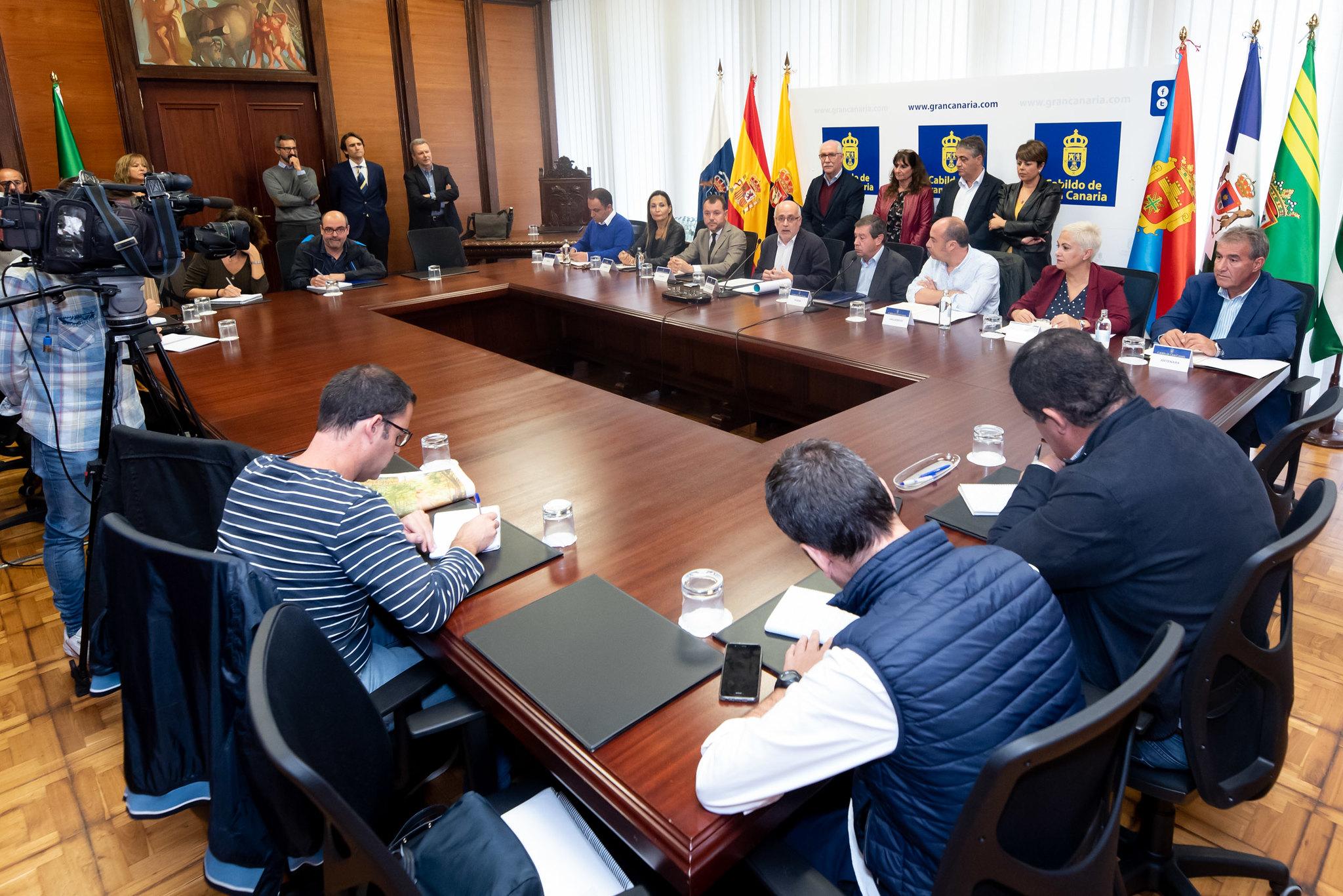 Gran Canaria ingresará en 10 días a los ayuntamientos 4,8 millones para daños de 980 familias por los incendios