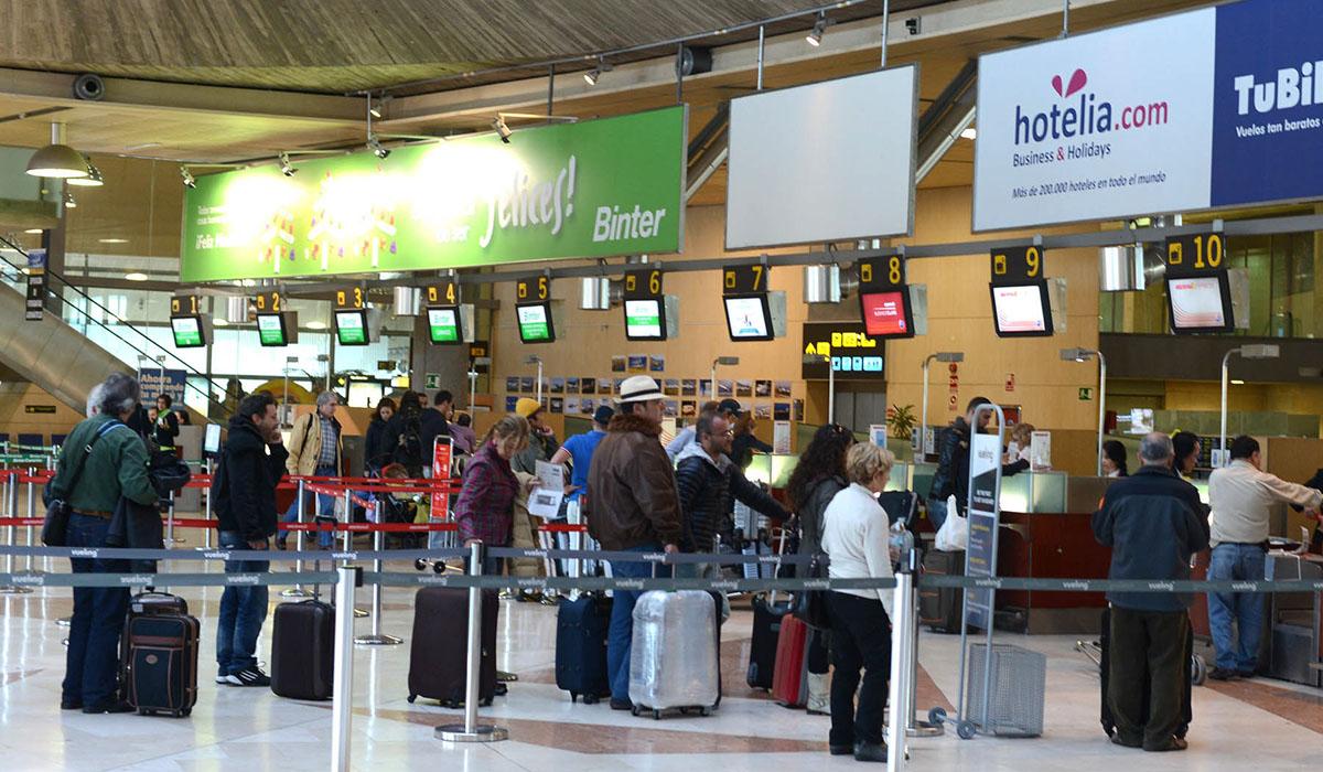 Los aeropuertos canarios pierden 6% de tráfico el primer mes sin Thomas Cook