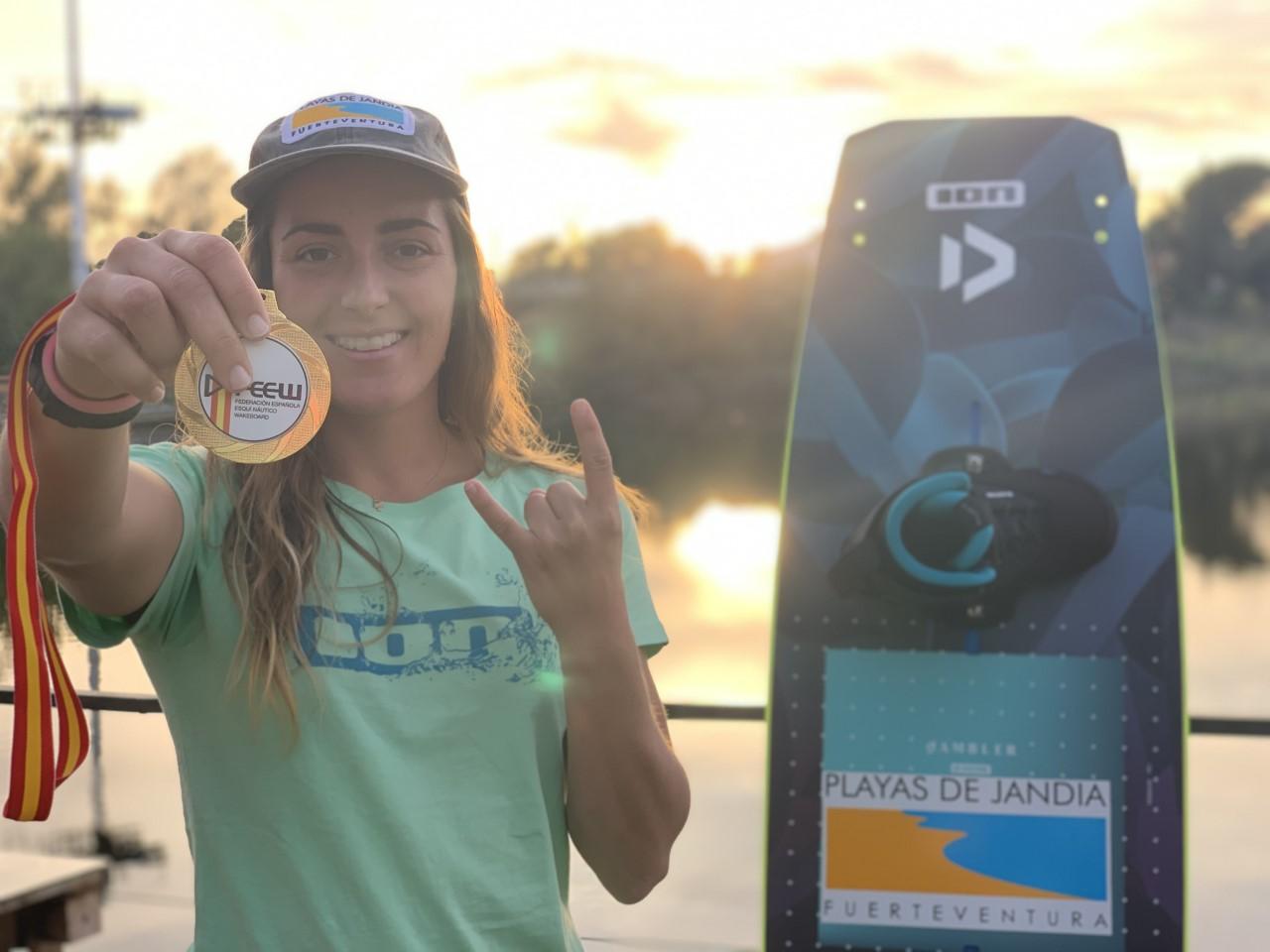 El Cabildo de Fuerteventura felicita a Julia Castro por proclamarse Campeona de España de Wakeboard por cuarta vez consecutiva