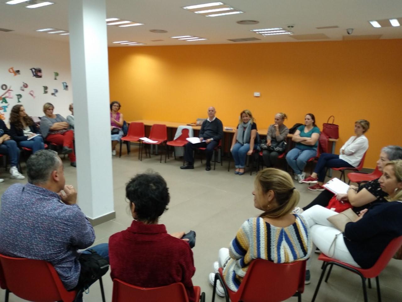 La concejalía de Educación de Arucas celebra una reunión informativa con la directiva de las AMPAS los centros educativos del municipio