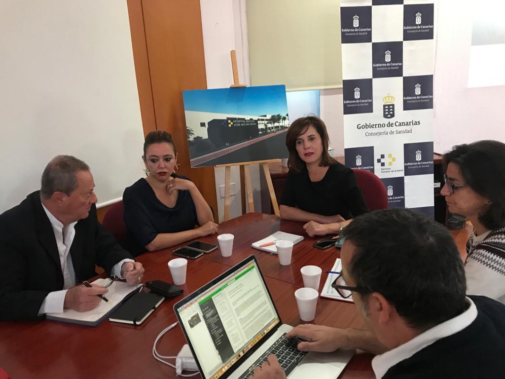Teresa Cruz se reúne con el Cabildo y los ayuntamientos de Lanzarote para conocer de primera mano las necesidades en materia sanitaria