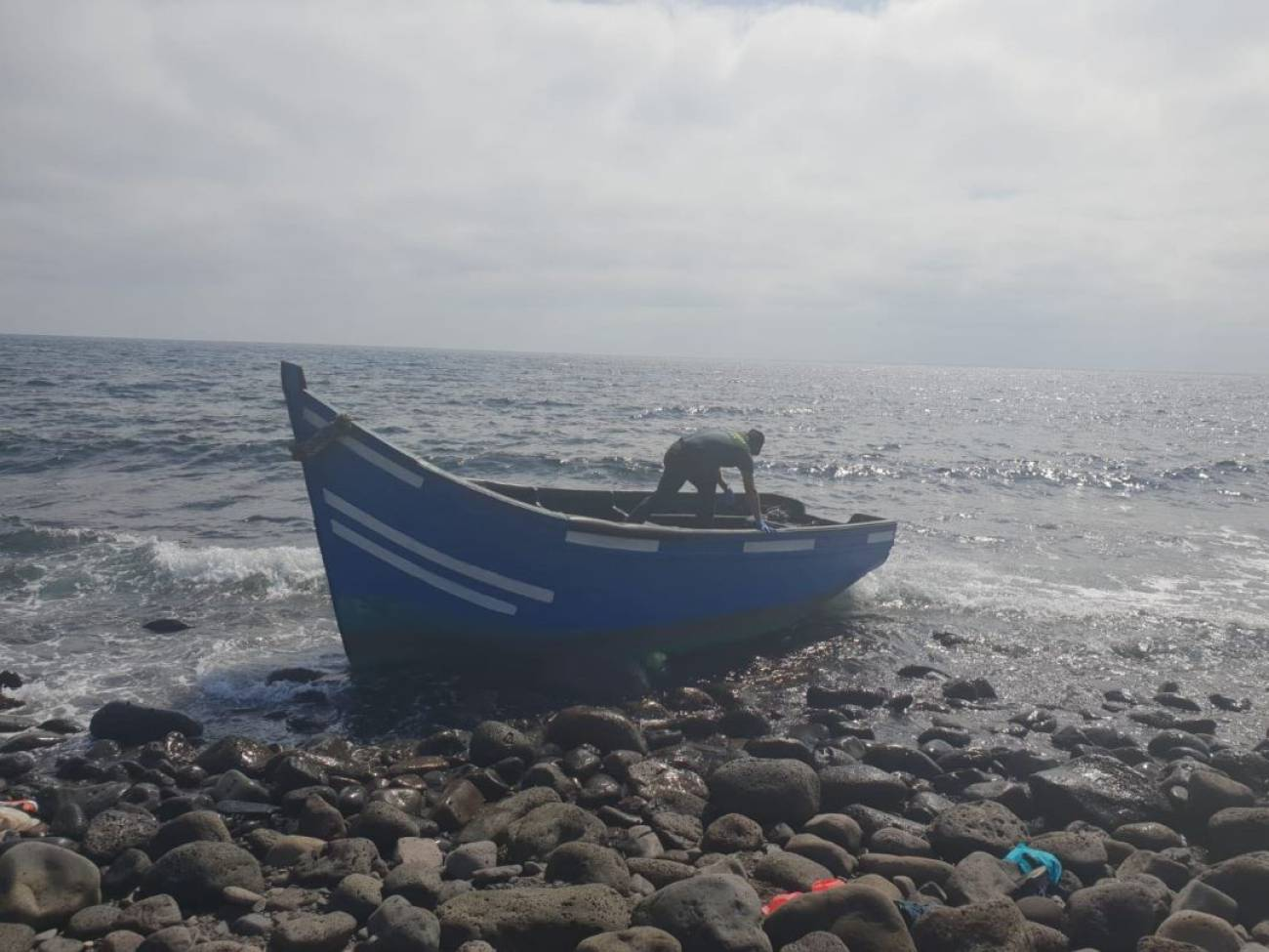 Llega a una patera con unas 20 personas a una playa de Gran Canaria
