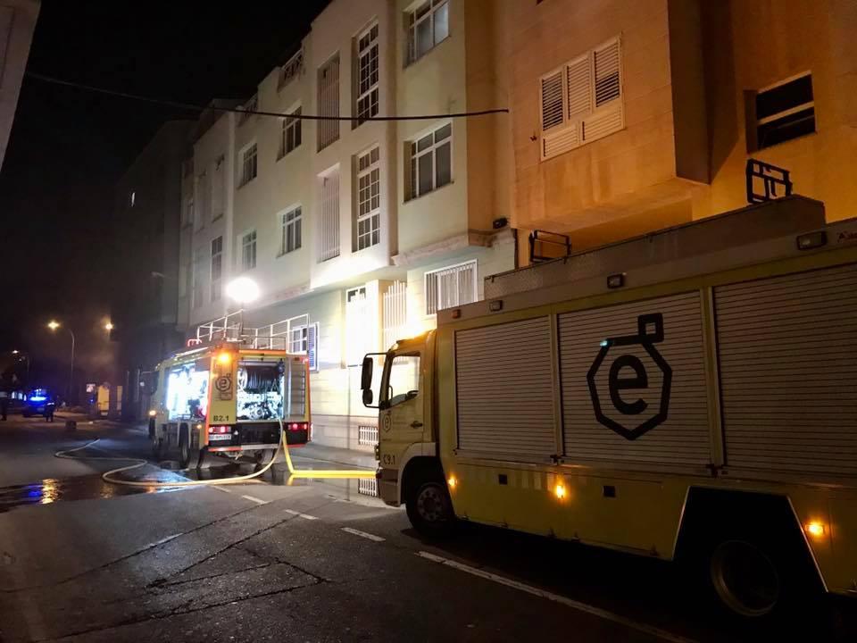 Extinguido un incendio en un garaje de un edificio de tres plantas en Gran Canaria