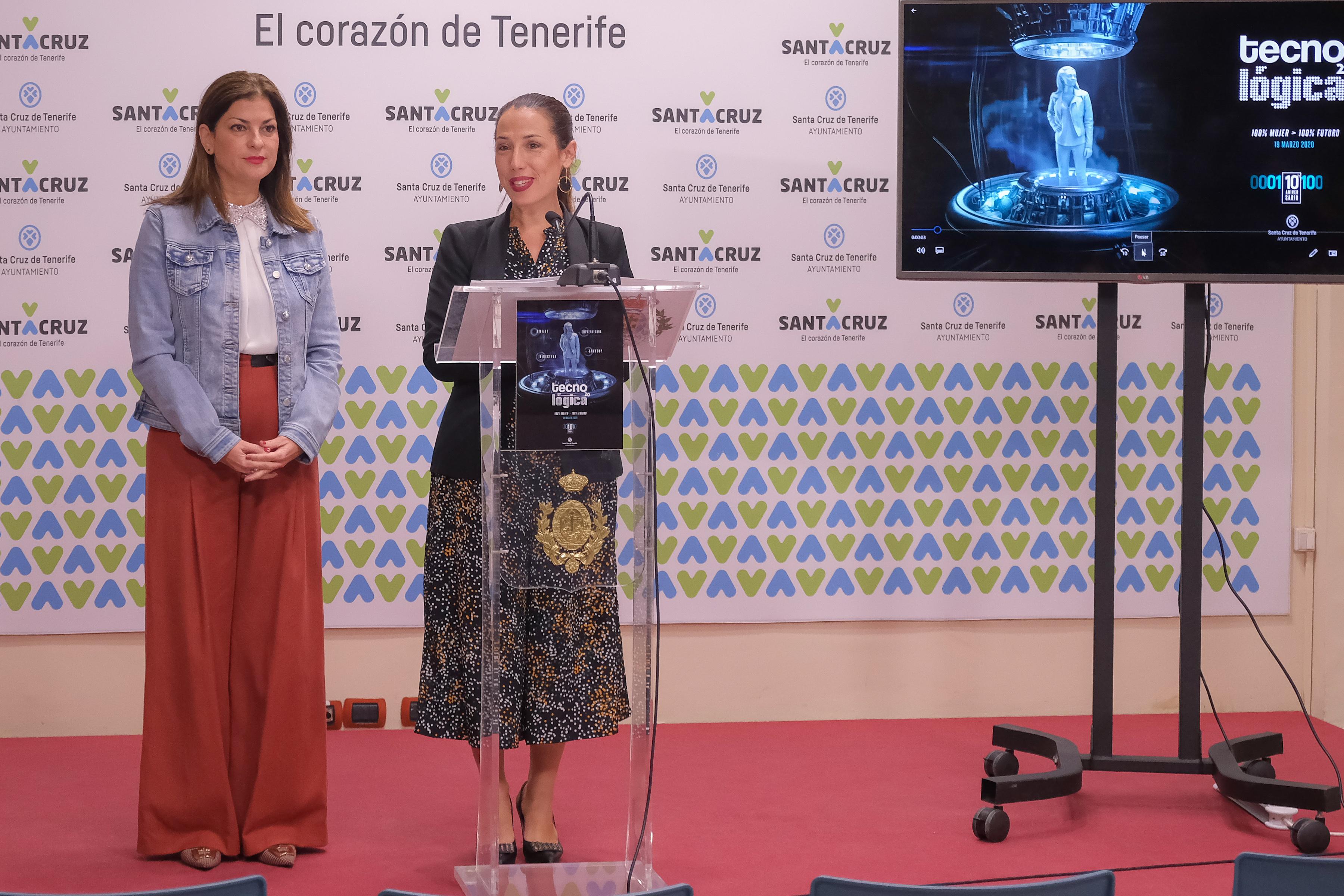 Patricia Hernández y Matilde Zambudio en la presentación de Tecnológica Santa Cruz