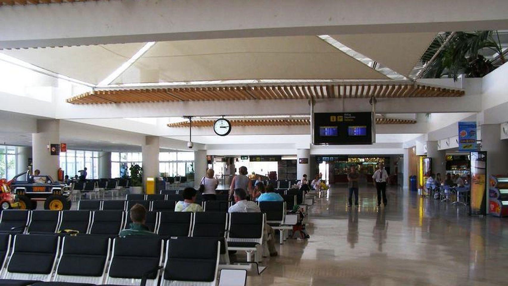 Aterriza en el aeropuerto de Lanzarote un pasajero que da positivo en Coronavirus