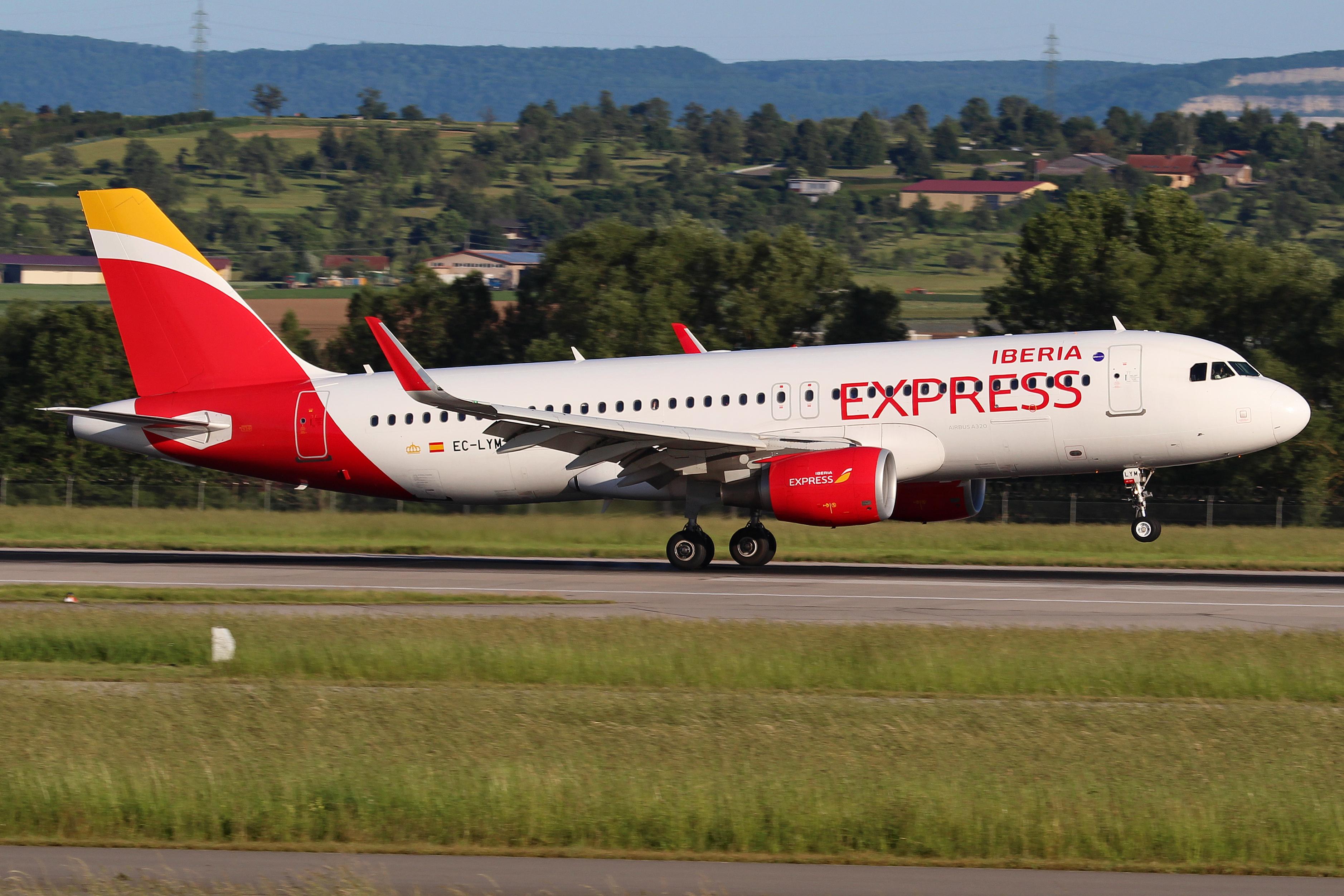 La Guardia Civil denuncia a Iberia por el vuelo del domingo a Gran Canaria