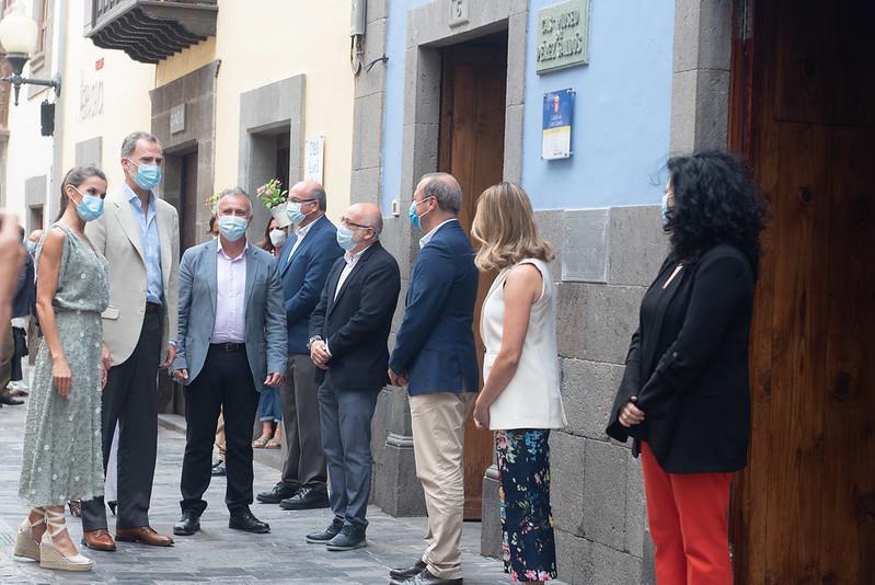 Los Reyes recorren la casa natal de Pérez Galdós