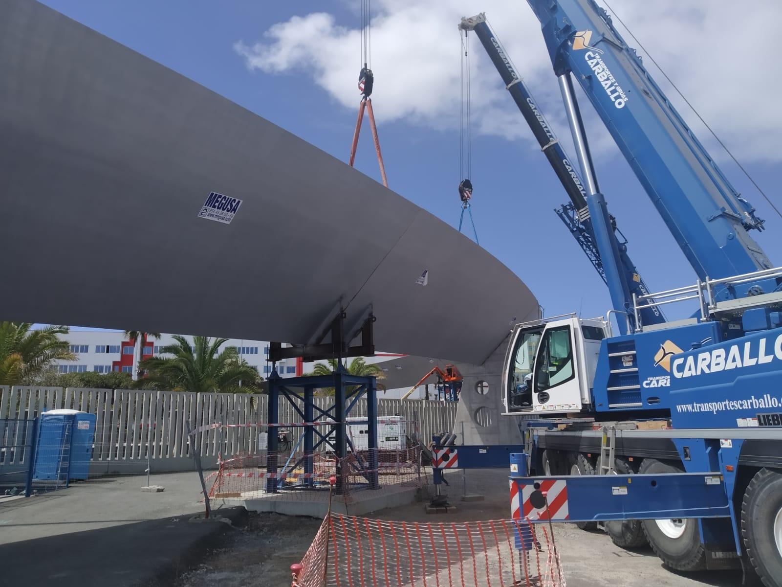 Las Palmas de Gran Canaria instala la última de las piezas de la pasarela del Puerto Onda Atlántica