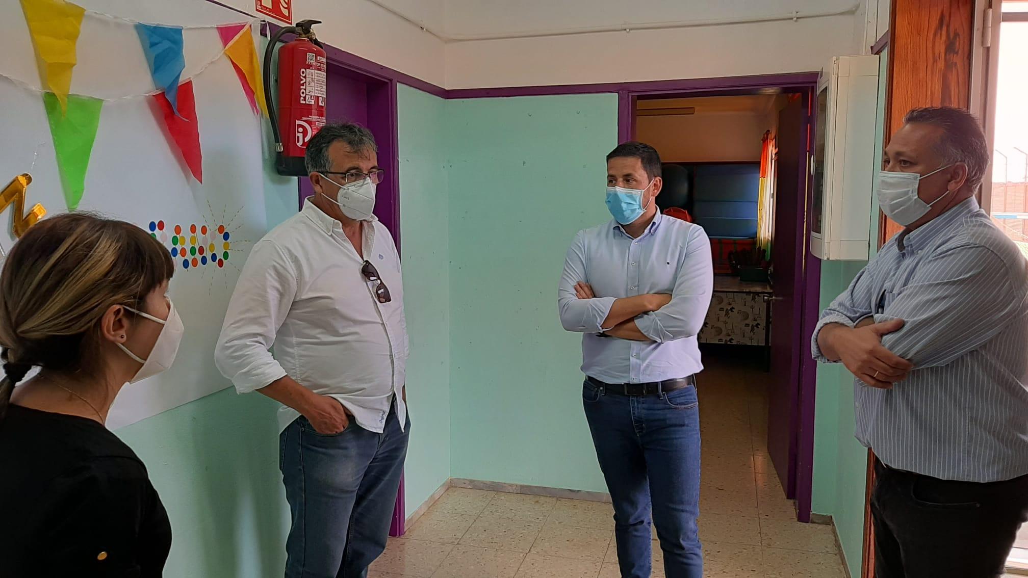 Héctor Suárez y  Juan Francisco Artiles visitan la Escuela Rural La Gavia. Telde