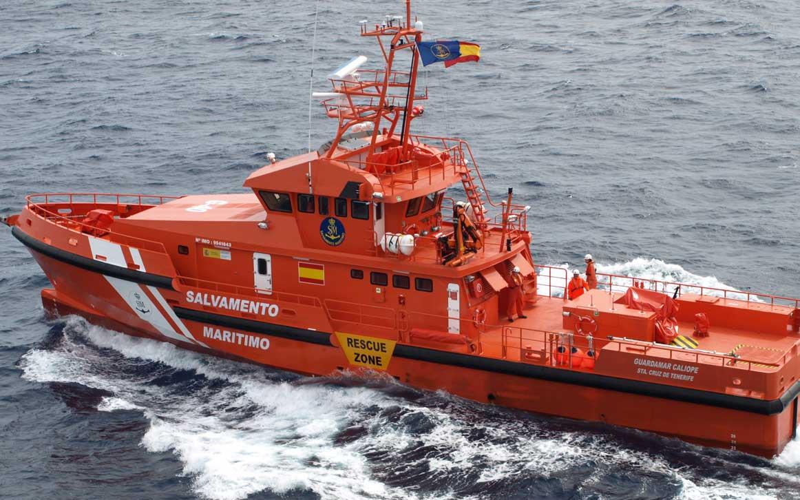 Salvamento busca al sureste de Canarias a una neumática con 34 personas