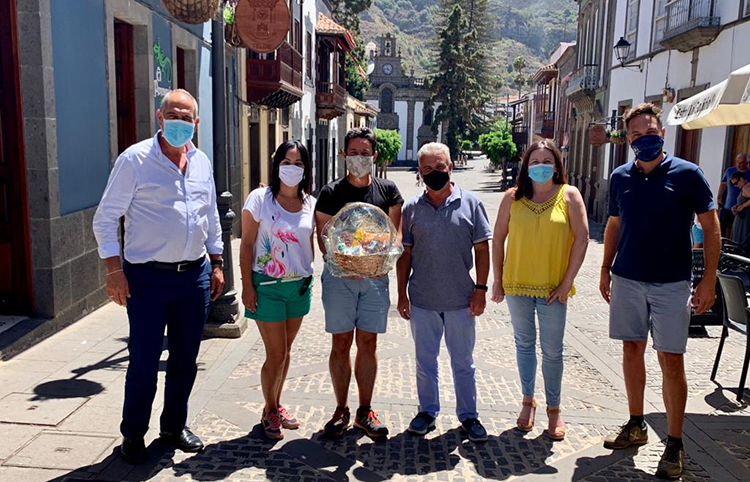 """El periodista César Sar """"El Turista"""" visita Teror"""